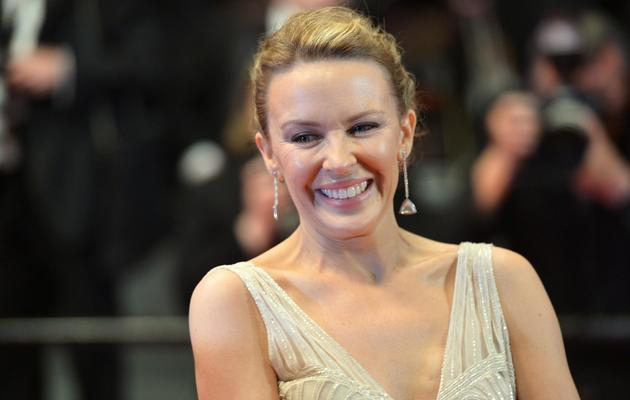 La chanteuse australienne Kylie Minogue sourit sur le tapis rouge, le 21 mai 2013 au festival de Cannes [Alberto Pizzoli / AFP]