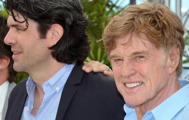 """Le réalisateur J.C. Chandor (g) et l'acteur Robert Redford le 22 mai 2013 à Cannes pour la présentation de """"All is Lost"""" [Alberto Pizzoli / AFP]"""