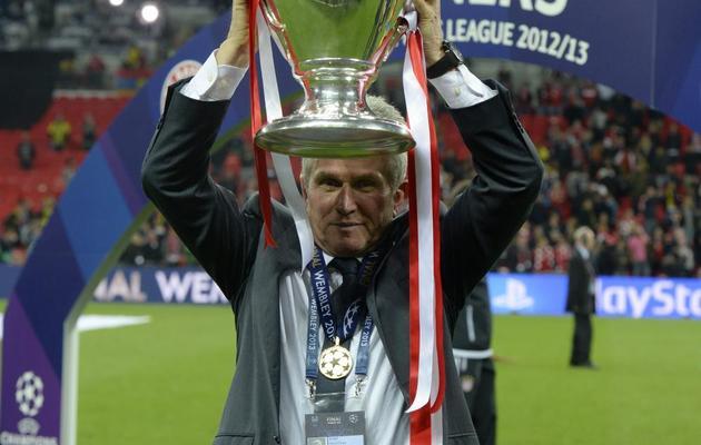 L'entraîneur du Bayern Munich Jupp Heynckes avec le trophée de la Ligue des champions, à Wembley, le 25 mai 2013 après la victoire en finale contre Dortmund (2-1) [Christof Stache / AFP]