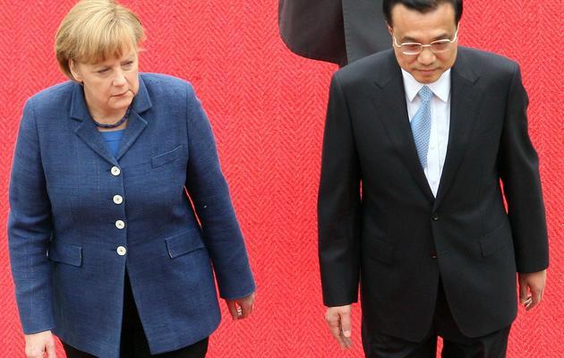 La chancelière Angela Merkel (g) et le Premier ministre chinois Li Keqiang, le 26 mai 2013 à Berlin [Adam Berry / AFP]