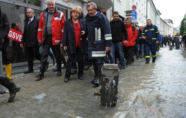 La chancelière Angela Merkel (C) le 4 juin 2013 à Passau, dans le sud de l'Allemagne [Andreas Gebert / DPA/AFP]