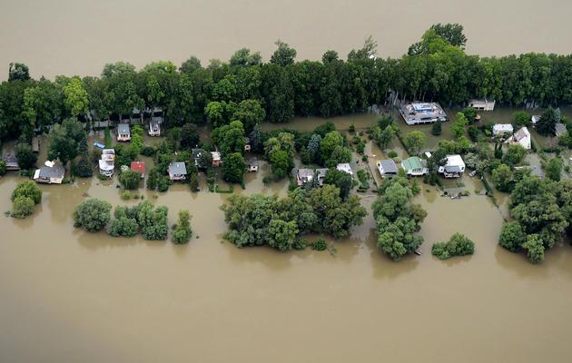 Photo fournie par la police hongroise montrant le Danube en crue près de Budapest, le 4 juin 2013 [Sandor H. Szabo / ORFK/AFP]