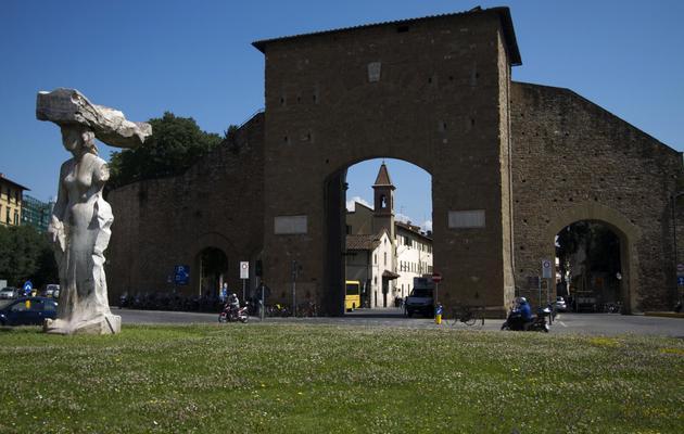 La Porta Romana à Florence, l'un des lieux cités dans le dernier roman de l'écrivain américain Dan Brown, le 6 juin 2013 [Claudio Giovannini / AFP]