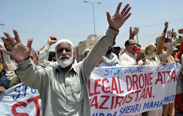 Des Pakistanais manifestent contre les tirs de drones américains, le 30 mai 2013 à Multan [S.S Mirza / AFP]