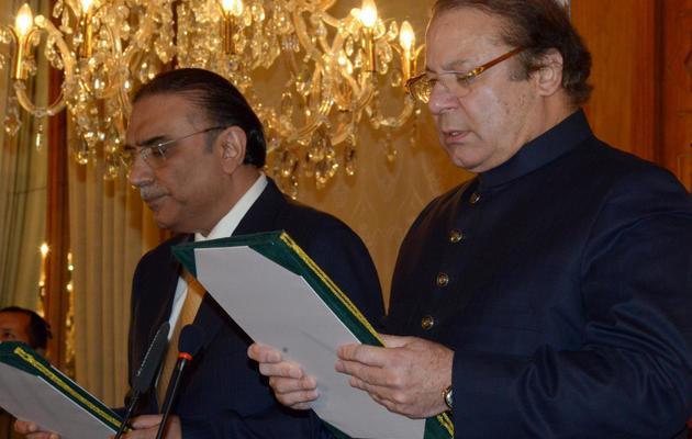 Le président pakistanais Asif Ali Zardari (à gauche), et le Premier ministre Nawaz Sharif (à droite), le 5 juin 2013 à Islamabad [ / AFP/Archives]