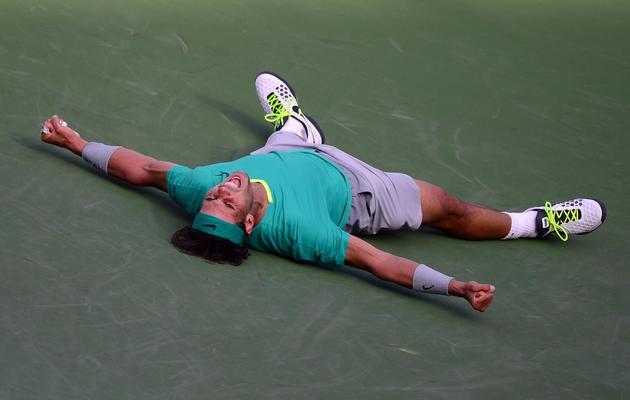 Rafael Nadal s'écroule par terre après sa victoire contre Juan Martin del Potro au tournoi d'Indian Wells, le 17 mars 2013 [Frederic J. Brown / AFP]