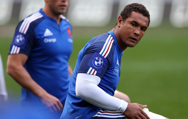 Le capitaine de l'équipe de France Thierry Dusautoir (à droite) lors de l'entraînement de l'équipe de France à l'Eden Park d'Auckland le 7 juin 2013 [Michael Bradley / AFP]