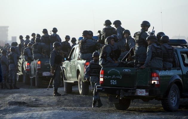 Les forces de sécurité prennent position le 10 juin 2013 autour de l'aéroport de Kaboul [Massoud Hossaini / AFP]