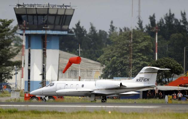 L'avion dans lequel l'ancien président conservateur guatémaltèque Alfonso Portillo a été extradé vers les Etats-Unis, le 24 mai 2013 à Guatemala [Johan Ordonez / AFP]