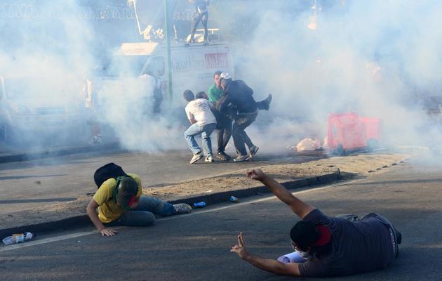Heurts entre manifestants et policiers anti-émeutes le 16 juin 2013 à proximité du stade Maracana, à Rio [Tasso Marcelo / AFP]
