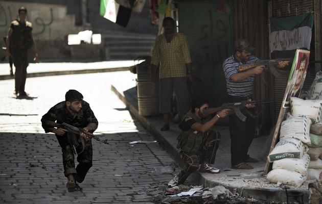 Des rebelles syriens affrontent les forces du régime de Bachar el-Assad dans les rues d'Alep, le 14 septembre 2012 [Marco Longari / AFP/Archives]