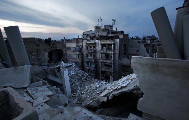 Des maisons endommagées ou détruites après une frappe aérienne du régime syrien à Alep, le 29 novembre 2012 [Javier Manzano / AFP/Archives]