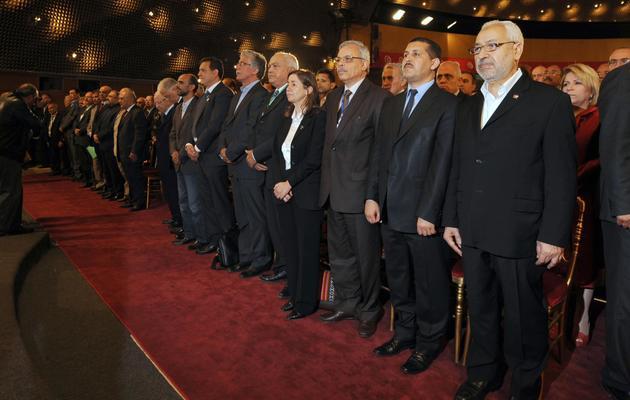 Le chef du parti islamiste au pouvoir Ennahda, Rached Ghannouchi (d), le 16 mai 2012 à Tunis, avant la tenue d'une conférence sur l'élaboration de la nouvelle constitution [Fethi Belaid / AFP]
