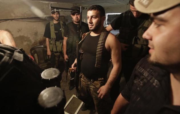 Des hommes de confession sunnites armés à Tripoli, le 23 mai 2013 [Joseph Eid / AFP]