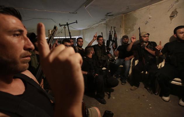 Un groupe de sunnites libanais armés, à Tripoli, le 23 mai 2013 [Joseph Eid / AFP]