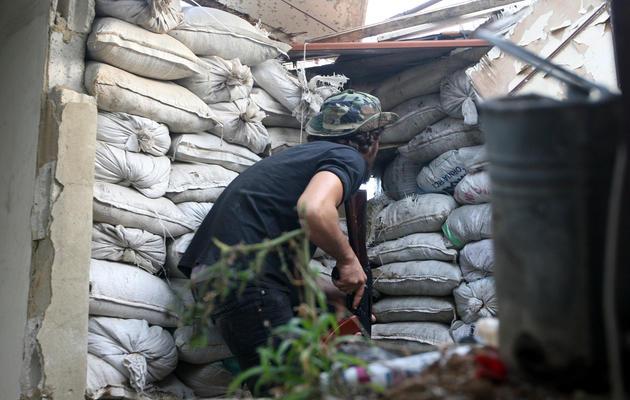 Un combattant le 25 mai 2013 dans le quartier sunnite de Tripoli [Ghassan Sweidan / AFP]
