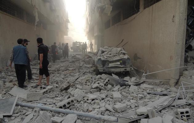 Photo fournie par Shaam News d'une banlieue de Damas le 23 mai 2013  après un raid de l'armée [ / AFP]