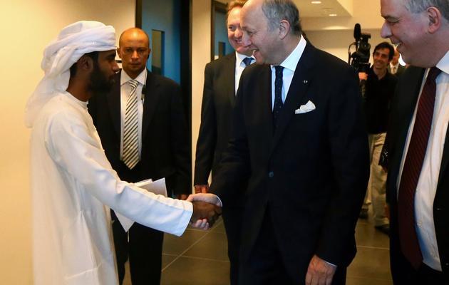 Le ministre français des Affaires étrangères, Laurent Fabius (c), le 26 mai 2013 à Abou Dabi [Marwan Naamani / AFP]