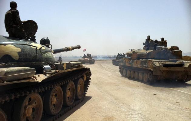 Des chars de l'armée syrienne avancent vers Dabaa, le 2 juin 2013 [ / AFP/Archives]