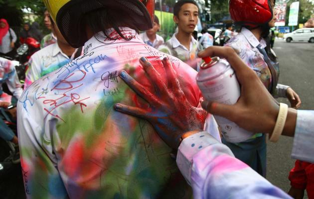 Des étudiants font la fête en Indonésie, le 24 mai 2013 [Aman Rochman / AFP]