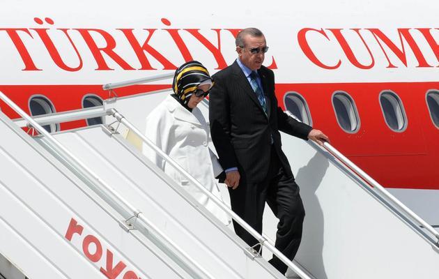 Le Premier ministre turc Recep Tayyip Erdogan et son épouse à l'aéroport de Rabat le 3 juin 2013 [Fadel Senna / AFP]