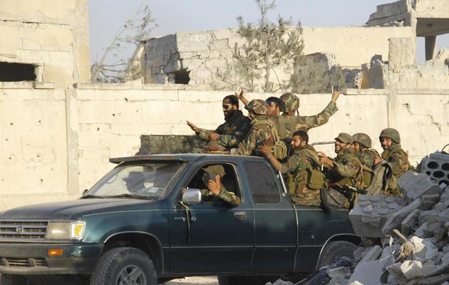 Des soldats syriens célèbrent leur victoire dans la ville de Qousseir, le 5 juin 2013 [ / AFP]