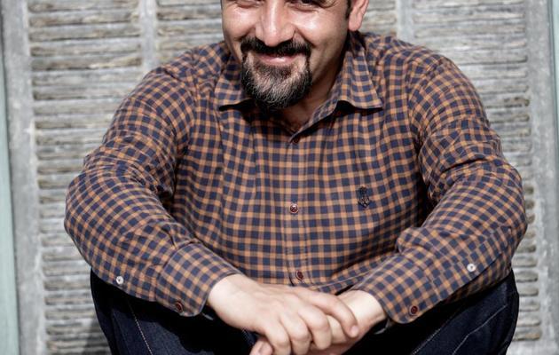 Hadi Heidari, dessinateur de presse iranien pour Shargh, sur le toit des locaux du quotidien, le 2 juin 2013 à Téhéran [Behrouz Mehri / AFP]