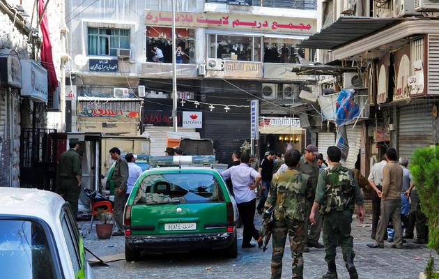 Une photo du 11 juin 2013 fournie par l'agence Sana prise sur les lieux de deux explosions ayant frappé Damas [ / SANA/AFP]