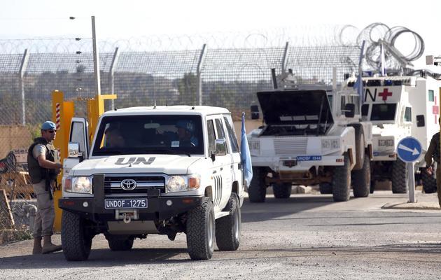 Des véhicules des Casques bleus autrichiens  le 12 juin 2013 au passage de Qouneitra [Menahem Kahana / AFP]