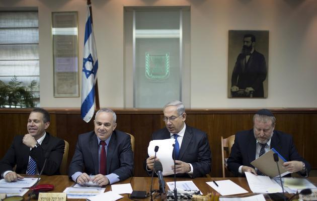 Le Premier ministre israélien Benjamin Netanyahu (2e d) le 16 juin 2013 à Jérusalem [Uriel Sinai / Pool/AFP]