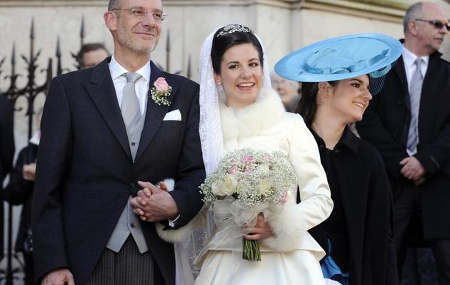 Adélaïde Drapé-Frisch pose avec son père Philippe Drape-Frisch, le 29 décembre 2012 à Nancy lors de son marriage avec Christoph de Habsbourg-Lorraine [Jean-Christophe Verhaegen / AFP]