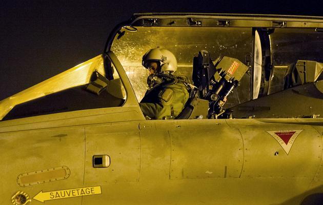 Photo fournie par le service de presse de l'armée d'un pilote français aux commandes d'un Rafale  en partance 13 janvier 2013 pour le Mali depuis la base de Saint-Dizier [ECPAD/Laure-Anne Maucorps / AFP]