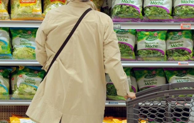 Une cliente dans un hypermarché Leclerc de Levallois Perret, le 16 mai 2013 [Eric Piermont / AFP]