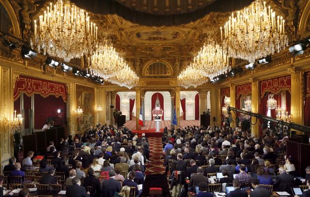 Les journalistes le 16 mai 2013 à l'Elysée pendant la conférence de presse de François Hollande l'offensive du président, qui n'a pas convaincu les éditorialistes. [Patrick Kovarik / AFP]