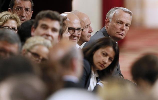 Les membres du gouvernement le 16 mai 2013 à l'Elysée pendant la conférence de presse de François Hollande l'offensive du président, qui n'a pas convaincu les éditorialistes. [Patrick Kovarik / AFP]
