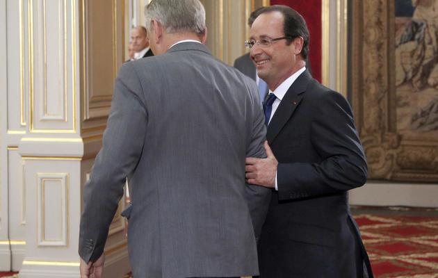 François Hollande sort avec le Premier ministre Jean-Marc Ayrault, le 16 mai 2013, à l'issue de sa conférence de presse [Pool/Christophe Ena / AFP]