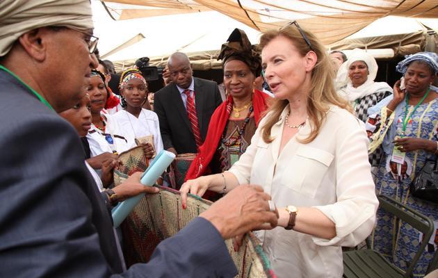 Valérie Trierweiler, compagne du président français François Hollande, le 16 mai 2013 à Gao [Sebastien Rieussec / AFP]