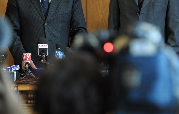 Le procureur de Strasbourg, Michel Senthille (g), et le préfet du Bas-Rhin Stéphane Bouillon, le 17 mai 2013 lors d'une conférence de presse à Strasbourg [Frederick Florin / AFP]