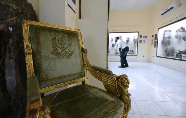 Un fauteuil, utilisé par l'épouse de Mobutu Sese Seko et exposé au musée de Kinshasa, le 14 mai 2013 [Junior D.Kannah / AFP]