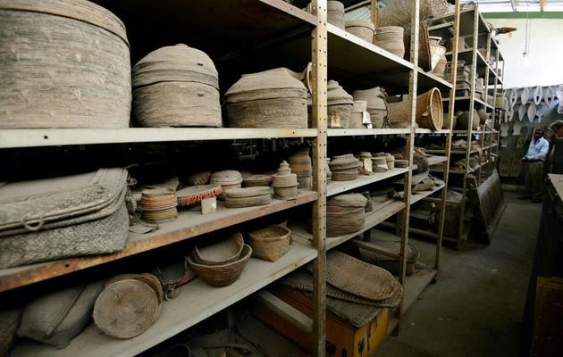 Des poteries stockées dans les réserves du musée de Kinshasa, le 14 mai 2013 [Junior D.Kannah / AFP]