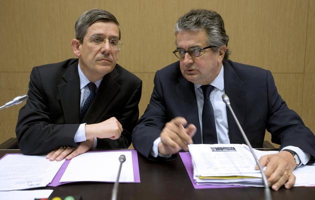 Le président de la commission d'enquête sur l'action du gouvernement pendant l'affaire Cahuzac, Charles de Courson (gauche) et son rapporteur Alain Claeys [Joel Saget / AFP]