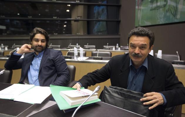Le fondateur de Mediapart Edwy Plenel (droite) et le journaliste Fabrice Arfi, le 21 mai 2013 à l'Assemblée nationale [Joel Saget / AFP]
