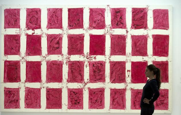 Une oeuvre de Simon Hantaï de la série des Tabulas, exposée le 21 mai 2013, au Centre Pompidou [Joel Saget / AFP]
