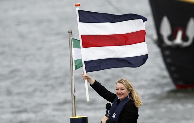 la ministre néerlandaise des Infrastructures et de l'Environnement Melanie Schultz van Haegen inaugure l'extension du port de Rotterdam, le 22 mai 2013 [Bas Czerwinski / ANP/AFP]
