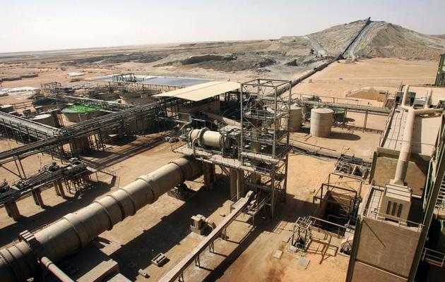 Des installations d'extraction d'uranium appartenant à la société Somaïr, filiale du groupe Areva, le 23 février 2005, près d'Arlit, au Niger [Pierre Verdy / AFP/Archives]