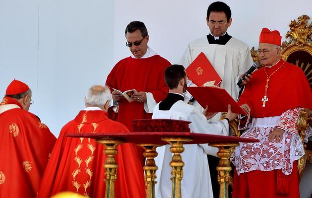 Le cardinal Salvatore De Giorgi lit les motivations pour la béatification du père Puglisi, le 25 mai 2013 à Palerme [Marcello Paternostro / AFP]