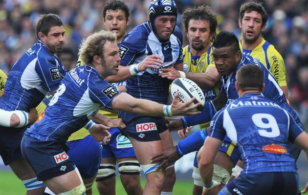 Les Castrais (en bleu) lors de leur demi-finale de Top 14 victorieuse contre Clermont, le 25 mai 2013 à Nantes. [Frank Perry / AFP]