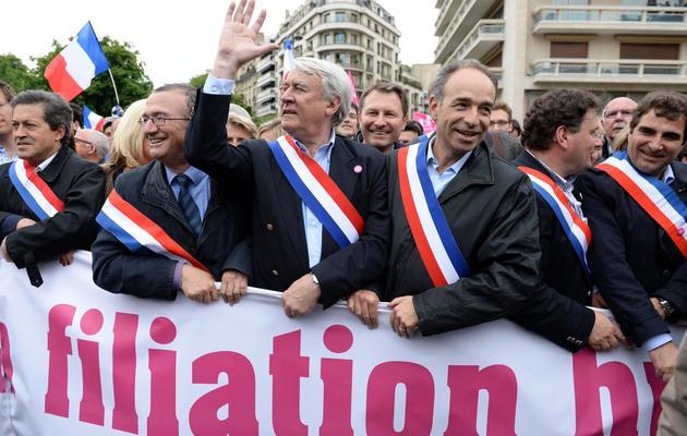 Le président de l'UMP, Jean-François Copé (3ed), défile le 26 mai 2013 à Paris contre le mariage pour tous [Eric Feferberg / AFP]