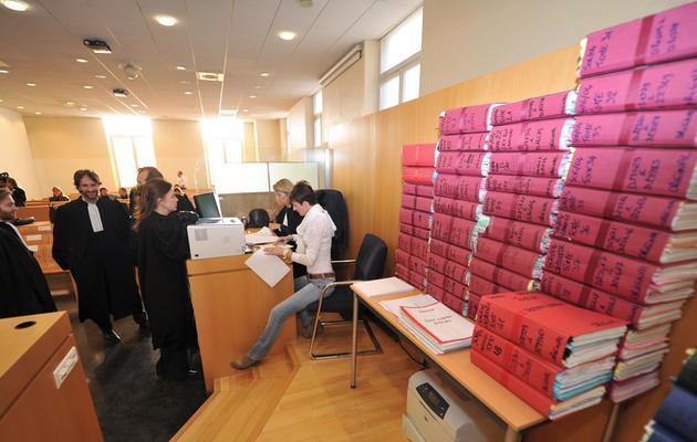 Des dossiers sur l'affaire du Cercle Concorde au premier jour du procès, le 27 mai 2013 à Marseille [Gerard Julien / AFP]
