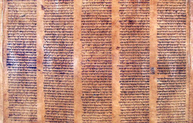 Photo transmise le 29 mai 2013 par l'université de Bologne d'un détail du rouleau de la plus vieille Torah du monde [ / Université de Boogne/AFP]